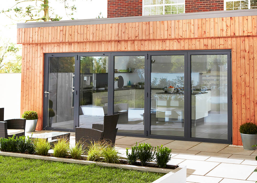 https://www.stedek.co.uk/wp-content/uploads/2018/04/Extension-black-aluminium-bifold-door.jpg