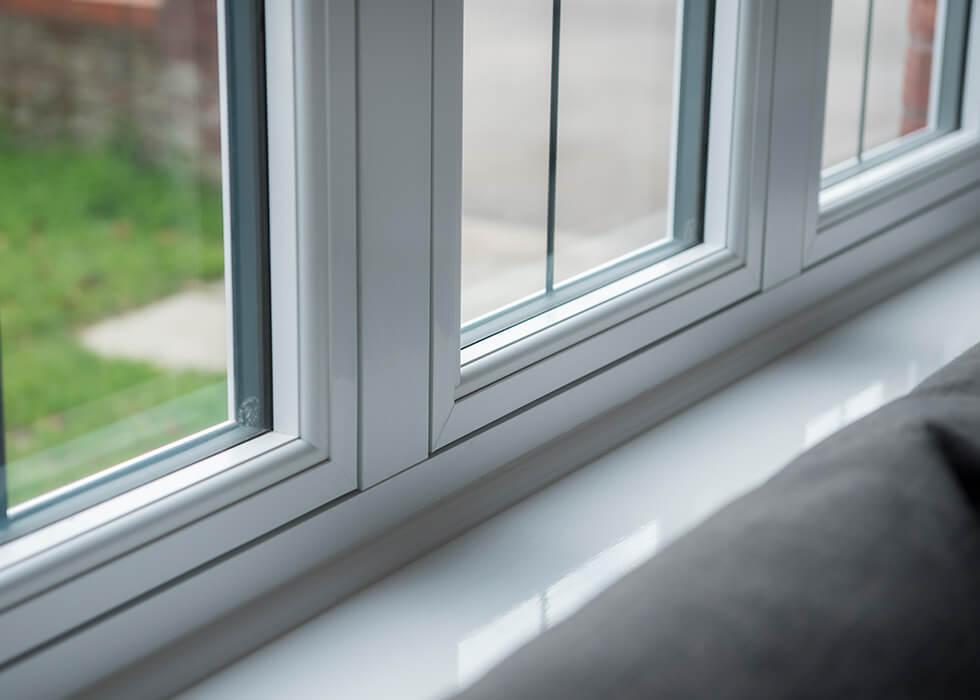 https://www.stedek.co.uk/wp-content/uploads/2018/04/White-interior-R9-Window.jpg